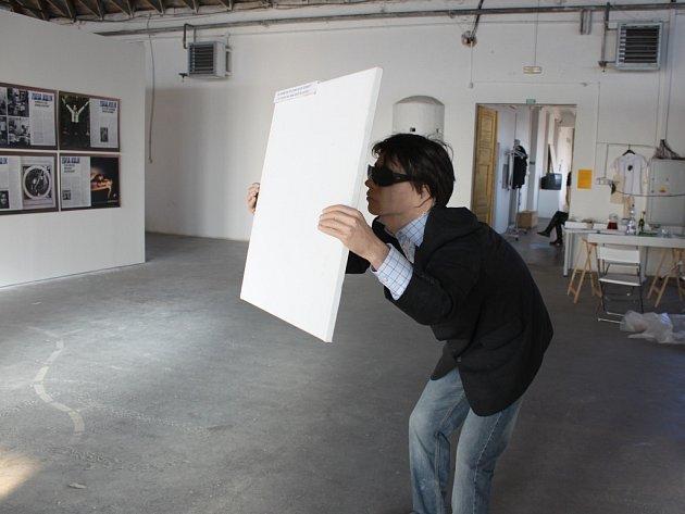 Takto instalovali autoři v pondělí odpoledne v Galerii Emila Filly v Předlicích své aktuální umění.