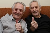 Dvojčata Antonín a Arnošt Štolzovi z Ústí nad Labem se na svůj věk pode svých slov rozhodně necítí.