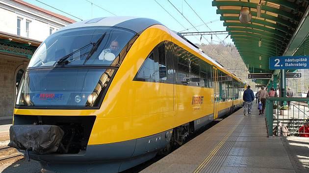 Žlutý vlak bude dva víkendy jezdit na Kozí dráze. Ve všedních dnech bude spojovat Ústí s Litvínovem.