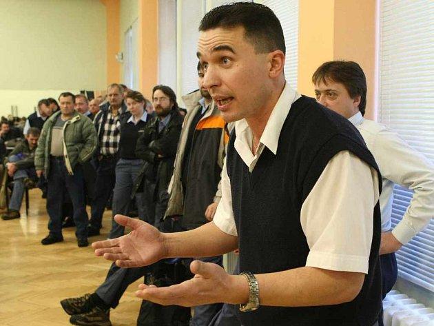 Jeden ze zaměstnanců ústeckého dopravního podniku Karel Mařík se rozčiluje nad tím, že magistrát nechce zvýšit mzdy