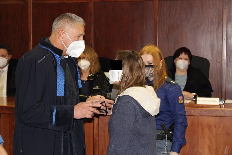 Nadia M. obžalovaná z pokusu o vraždu u krajského soudu 4. února 2020.