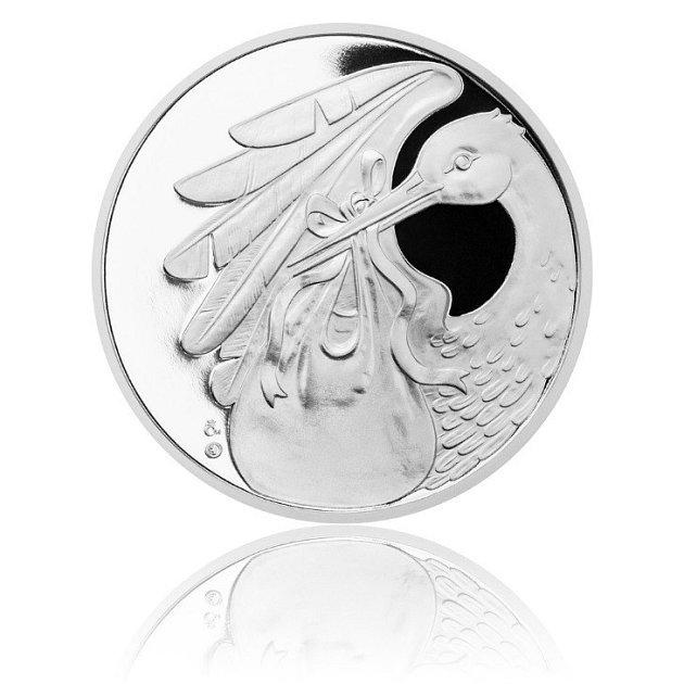 Česká mincovna se ktradici darování mince do kolébky vrátila a připravila různé varianty.