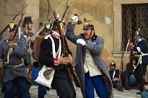 Habsburská monarchie s Pruskem definitivně prohrála v bitvě u Hradce Králové. Na snímku rekonstrukce potyčky z válečného roku 1866, mezi pěšáky obou válčících stran.