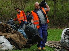 Ze strání nad sídlištěm Pod Holoměří zmizely tuny odpadu