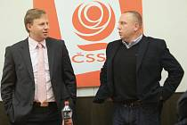Ústecký primátor Jan Kubata za ODS (na snímku vlevo) a šéf krajské ČSSD Petr Benda po prvním společném jednání.