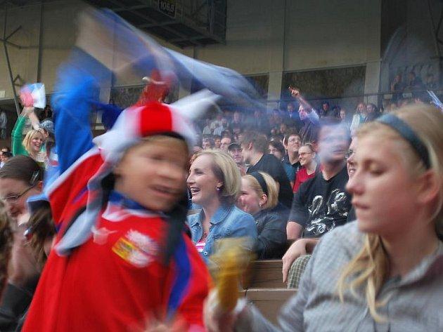 Ústečané na finálovém utkání mistrovství světa v hokeji v Letním kině.