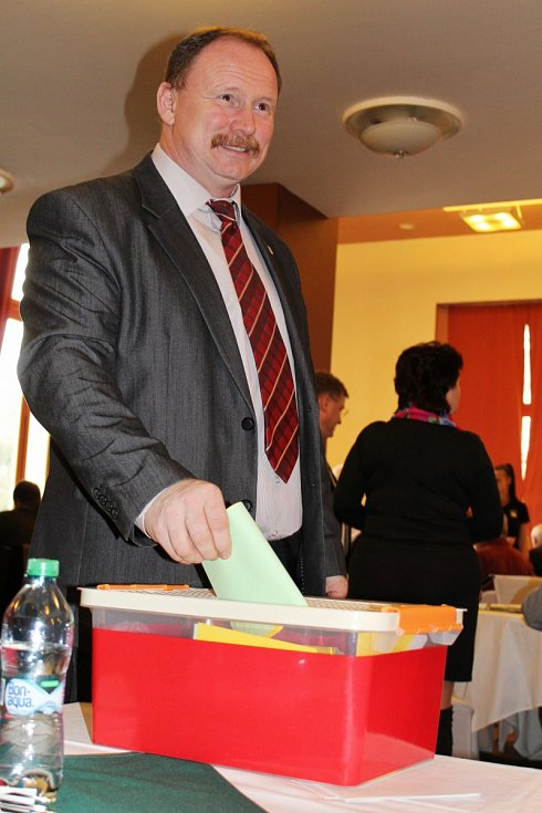 Delegáti KSČM zvolili v sobotu lídra krajské kandidátky. Je jím starosta Lovečkovic Radek Černý.