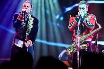 Cirkusové uniformy oblékli UDG pro záznam své show při natáčení DVD Circus Live.