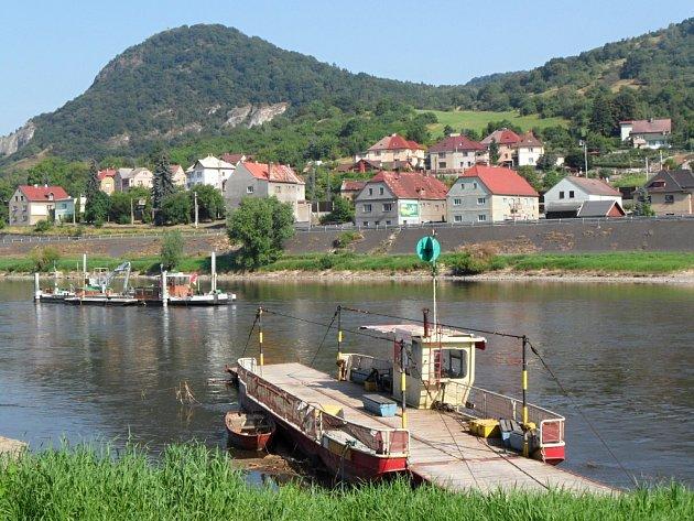 Přívoz ve Velkém Březně. Ilustrační foto.