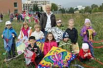 Zábavu při pouštění draků si užily děti z ústecké ZŠ Vinařská.