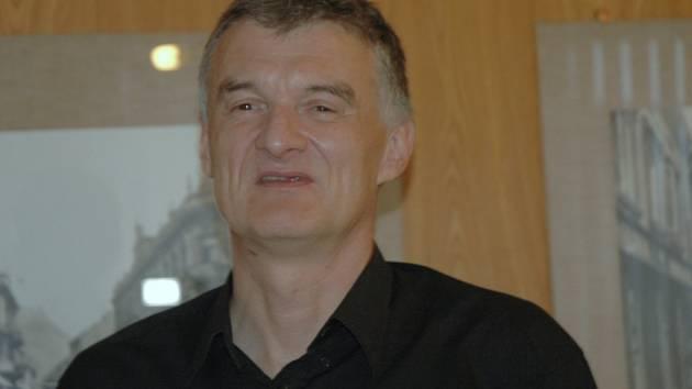Nevidomý plavec Miroslav Smrčka.