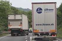 Nehoda kamionů u Dolních Zálezel.