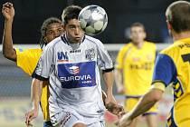 Ústečtí fotbalisté (v bílém) se prosazovali v Jihlavě těžko, podlehli 0:1.