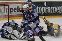 Ústečtí Lvi vyhráli nad Chomutovem těsně 5:4 a v sérii vedou už 2:0 na zápasy.