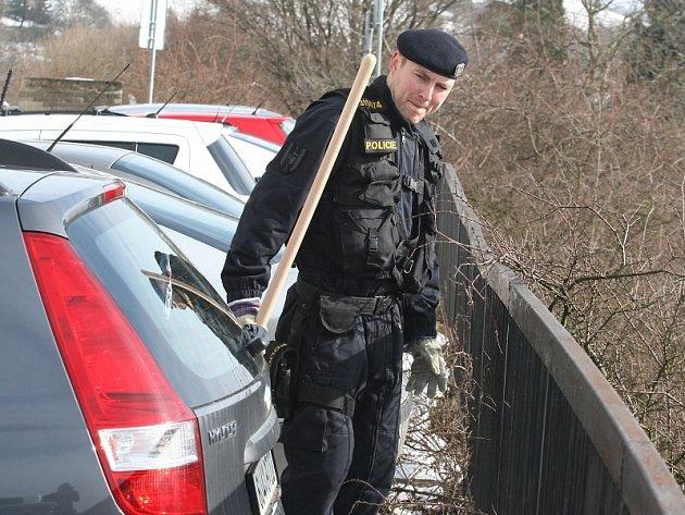 V Doběticích v Rabasově ulici našli policisté mrtvého pobodaného muže.
