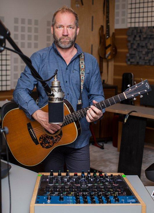 Ke třetímu akustickému turné Davida Kollera a jeho kapely vznikly i nové snímky.