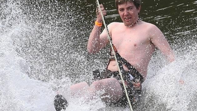 Vody si účastníci Uhelného muže ve Varvažově užijí každoročně dost a dost.