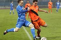 Ústečtí fotbalisté (modří) doma remizovali s Frýdkem 0:0.