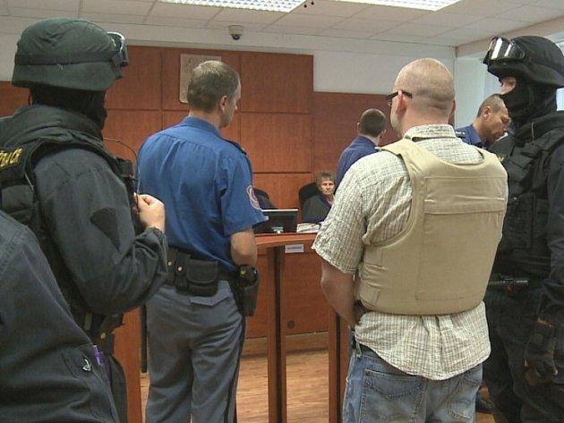 K soudu přivedl Tomáše Telína z Novosedlic ozbrojený doprovod.
