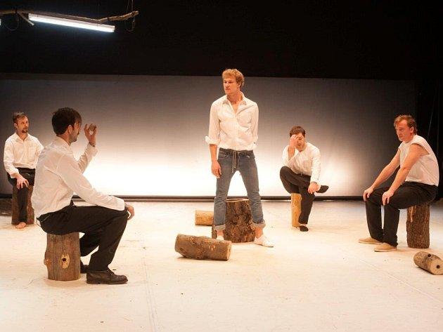 Snímek ze hry Muži.