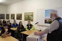 Beseda deváťáků v archivu je součástí 12. ročníku projektu Příběhy bezpráví.