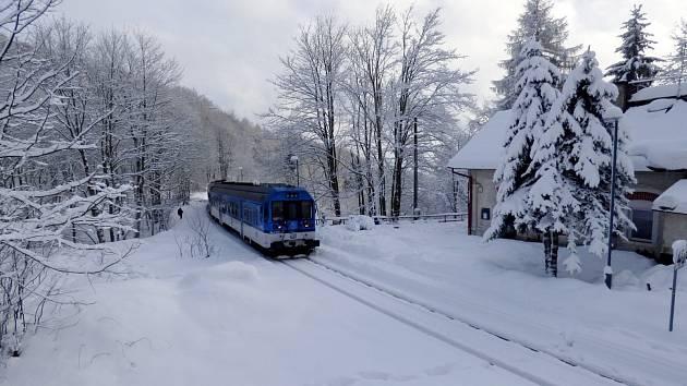 Posílené spěšné vlaky jedou o víkendu na Moldavu.