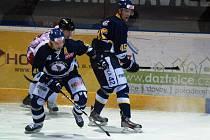 Hokejisté Ústeckých Lvů se představili na ledě v tabulce třetích  olomouckých Kohoutů a po vítězství 4:2 vedou tabulky první ligy už o deset bodů.