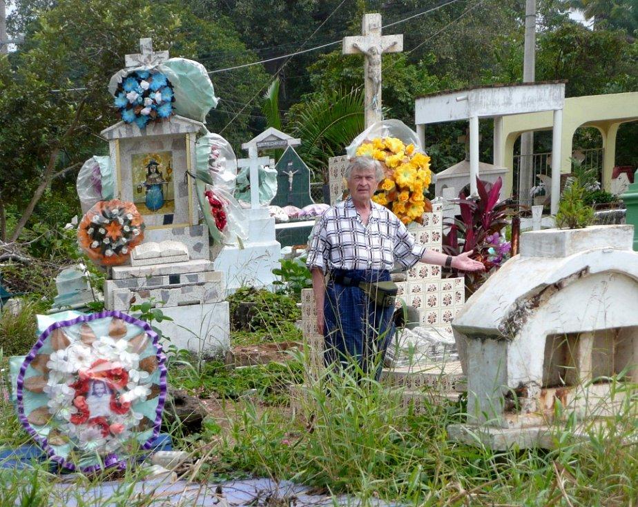Prosinec a leden trávila Pavla Vasserbauerová z Hrobu s manželem v Mexiku, u dcery a roční vnučky, Čechomexičanky. Na snímku typický mexický hřbitůvek v přímořském letovisku La Penita ve státě Nayaret.