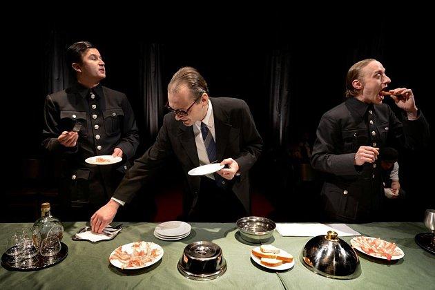 Drama plné černého humoru onacistickém zločinci Adolfu Eichmannovi.