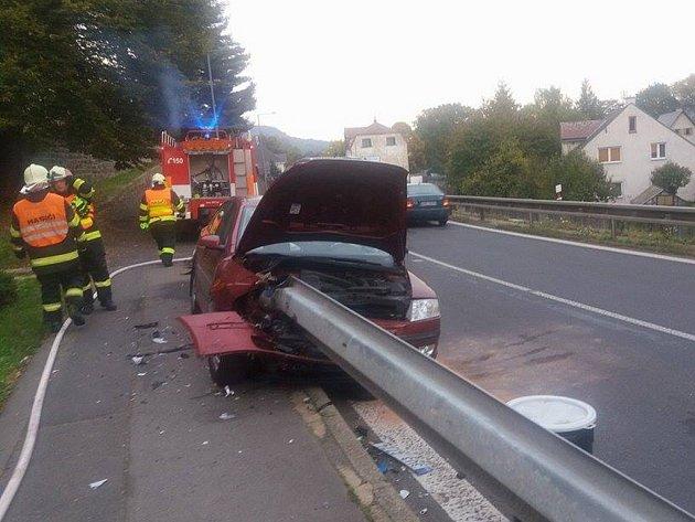 Dobrovolní hasiči z Libouchce vyjeli v neděli, před pátou hodinou odpolední k dopravní nehodě osobního automobilu.