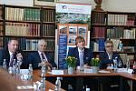 Ministr zdravotnictví Adam Vojtěch při návštěvě Masarykovy nemocnice v Ústí nad Labem.
