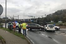 Nehoda na kruhovém objezdu pod Větruší v Ústí nad Labem, pondělí 4. listopadu