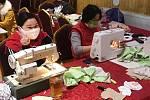 Vietnamci šijí roušky