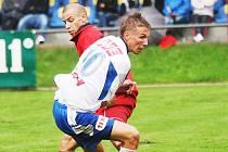 Jan Peterka (v popředí) se kvůli reprezentačním povinnostem zapojil do druhé ligy až ve 4. kole o uplynulém víkendu a hned ve svém prvním mistrovském utkání za Ústí vsítil gól.