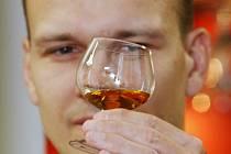 Ještě vloni v květnu otevíral v likérce v Krásném Březně sudy Alexander Dolium u příležitosti degustace speciální Staré myslivecké.