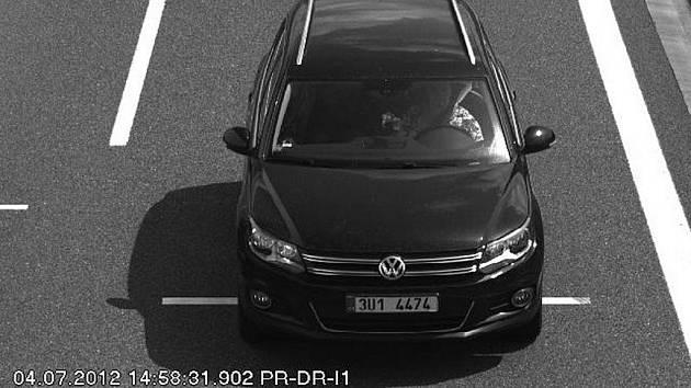 Auto, kterým únosce odjel směrem do Německa.
