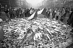 Praha 26.11.1989, U památníku Jana Palacha.