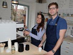 Věra Štěrbová a Lukáš Slavík otevřeli malou kavárnu v Ústí nad Labem.
