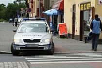 Špatné dopravní značení v Ústí nad Labem u kina Hraničář komplikuje řidičům život.