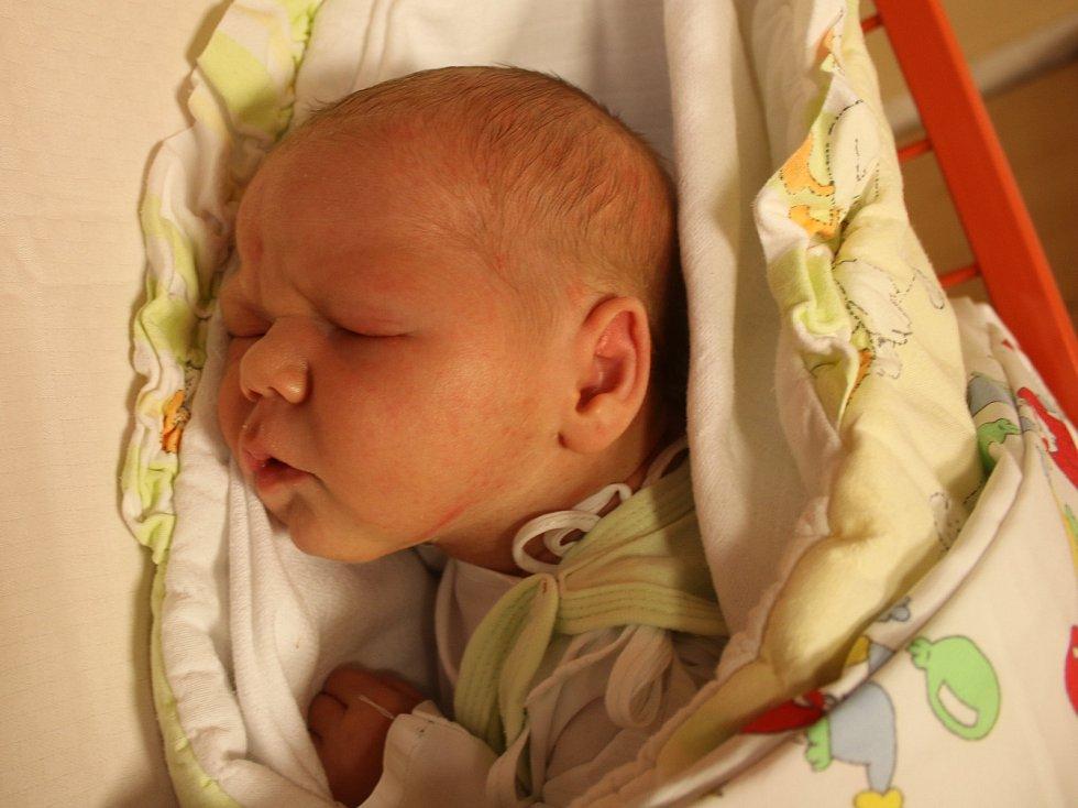Daniel Kolář se narodil Lucii Holé a Miloslavu Kolářovi z Teplic 25. října ve 14.20 hod. v ústecké porodnici. Měřil 50 cm a vážil 3,35 kg.