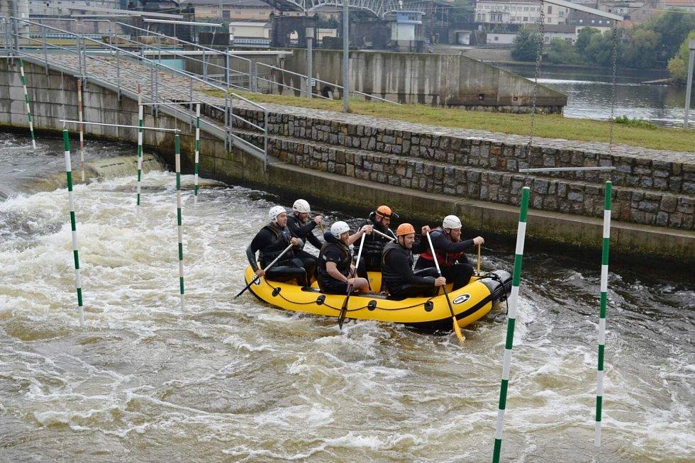 Ústečtí strážníci podstoupili v Roudnici kurz vodní záchrany