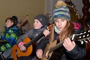 V kostele Nanebevzetí Panny Marie v Trmicích se konal už 14. Vánoční koncert žáků a učitelů zdejší základní školy.