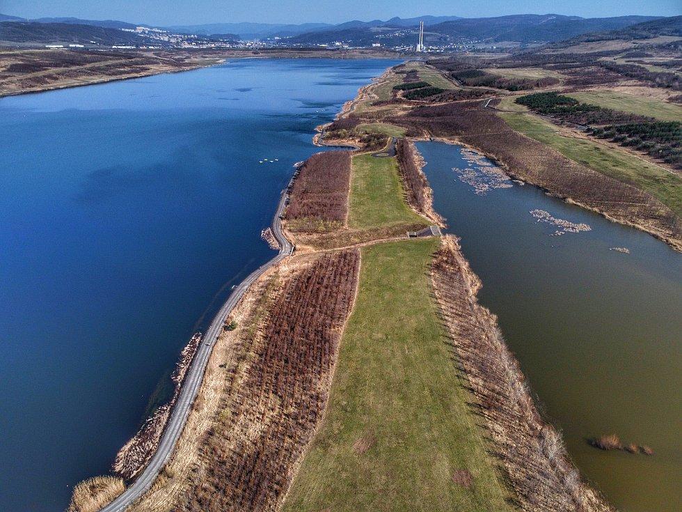 Podívejte se, jak vypadá krajské město z ptačí perspektivy. Na snímku je jezero Milada.
