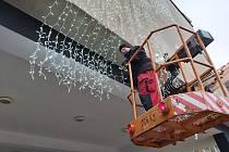 Společnost Eltodo začala v Ústí nad Labem instalovat vánoční osvětlení