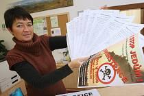 Petici proti spalování kalů lidé podepisují i v Lovosicích v informačním centru města.