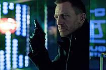 Daniel Craig jako James Bond ve filmu Skyfall.  Právě ve stylu agenta 007 bude letošní Ples patriotů.