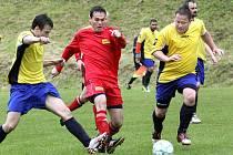 Fotbalisté rezervy Brné (červení) doma porazili Malé Březno 2:1.
