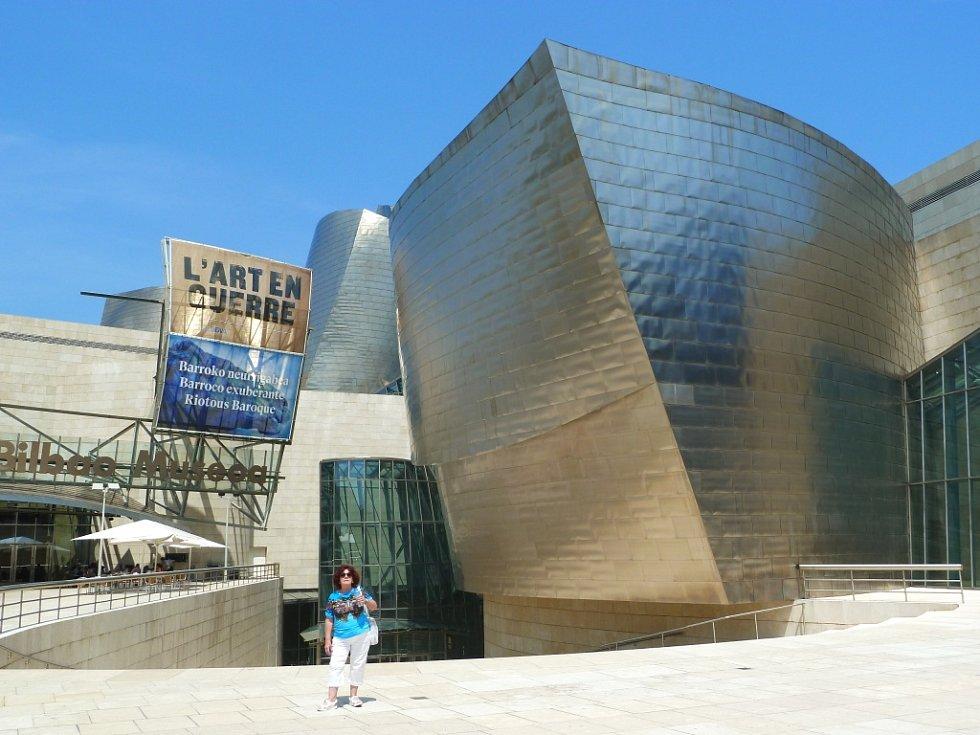 Zofia Tvrdíková z Varnsdorfu u Guggenheimova muzea ve španělském Bilbau.