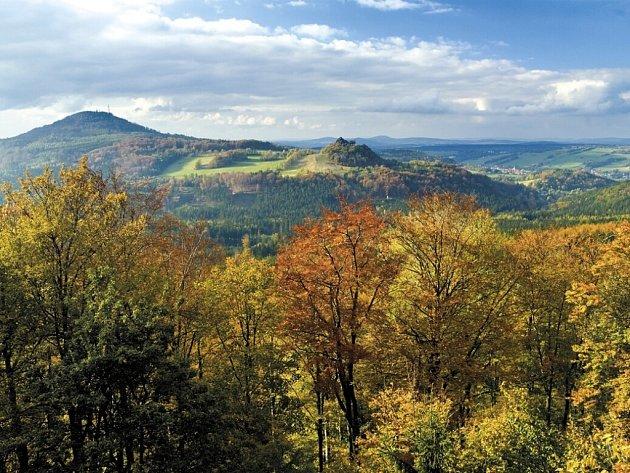 Tolštejn a Jedlová hora, pohled od Luže.
