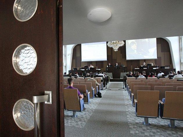Zasedací místnost ústeckého magistrátu.